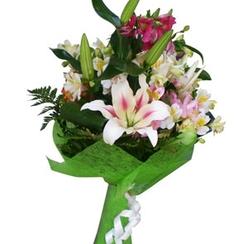 Сборный букет с лилиями